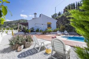 Country home with pool, good access and open views