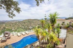 Rural villa with large pool and beautiful views