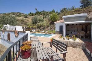 Country home with private pool in a quiet location