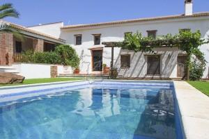 Renovated old cortijo with 3 residential entities, Riogordo