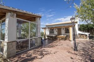 Cozy country home with spacious garden, Casabermeja