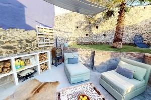 Stijlvol gerenoveerde woning met patio, Triana