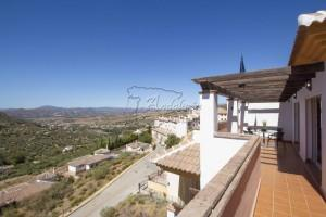 Quality penthouse in Alcaucin.